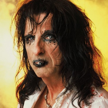 Alice-Cooper-with-an-Eye-Mouth--36970