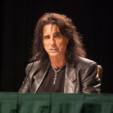 Alice_Cooper_talks