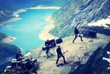 SHINING joue sur une montagne enNorvège!