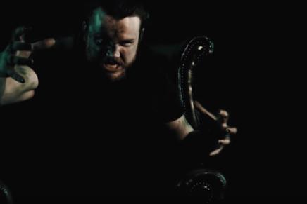 Pesanteur et crasse dans le nouveau clip de BLACKTONGUE