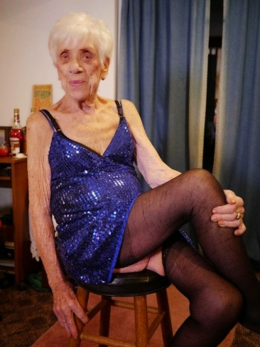 Marge-92-from-Pennsylvania-entertains-audiences-with-her-erotic-dancing