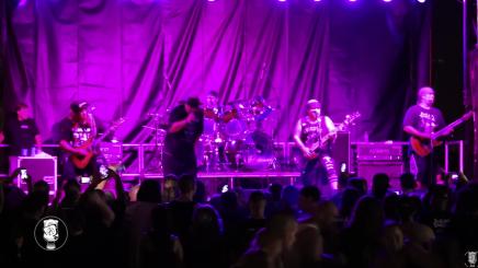 Dave Lombardo joue avec SuicidalTendencies
