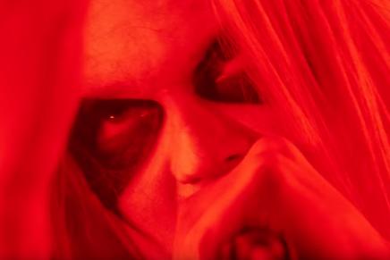 Un clin d'oeil au black metal pour la pièceManUnkind
