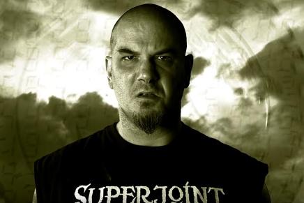 Phil Anselmo dans ta face dans le nouveau clip deSuperjoint